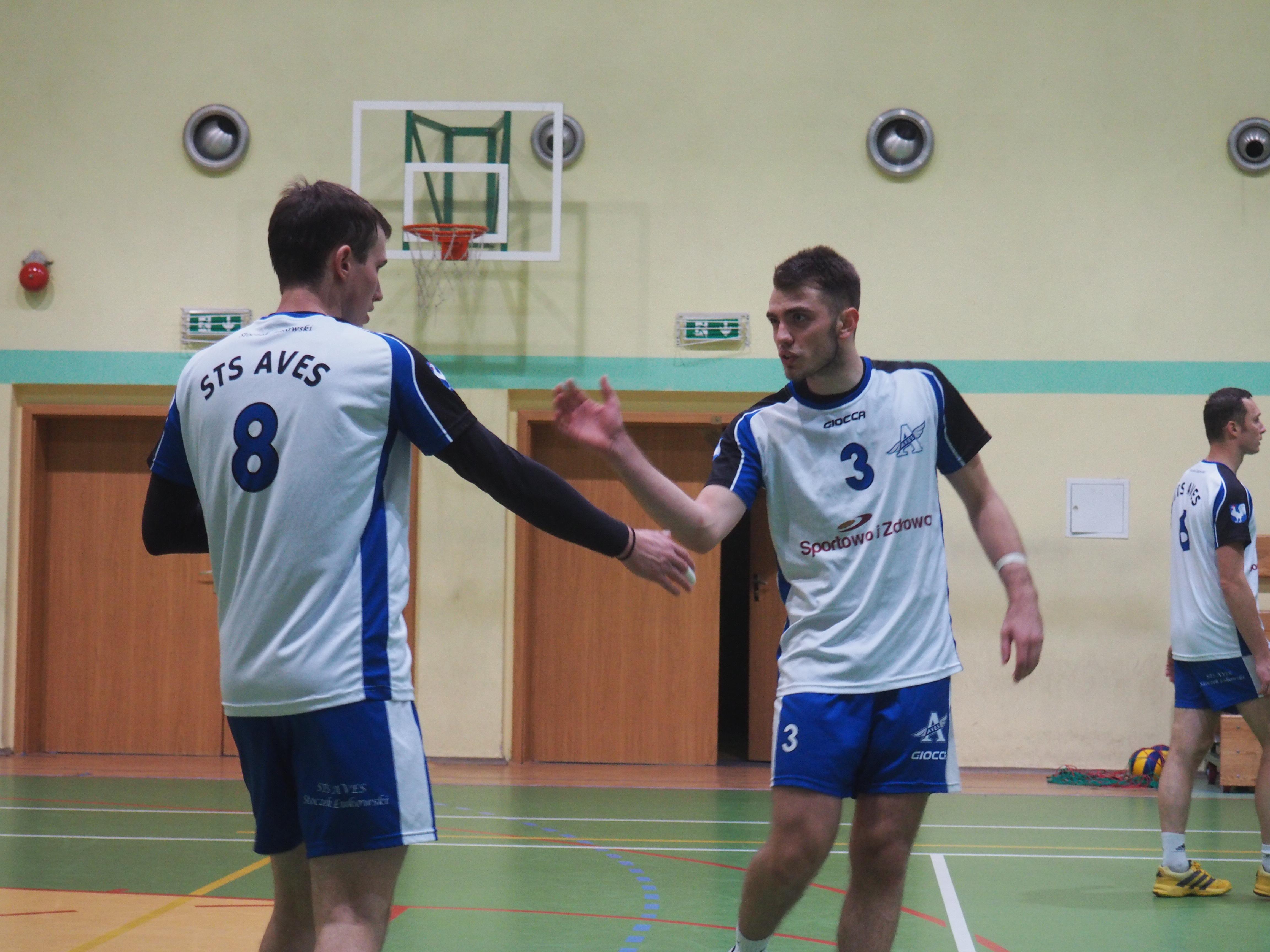 Mikołaj Sałasińskie (nr 8) i Igor Niebrzegowski (nr 3), po meczu nie mogli mieć dobrych nastrojów...
