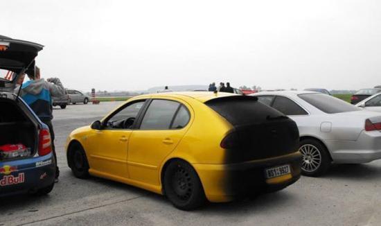 dymi samochód